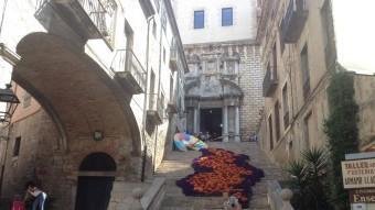 L'anuncia de Samsonite ahir pels carrers de Girona.  J.NADAL
