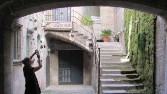 El pati d'entrada de la Casa Burgués, al carrer de la Força número 13 D.V
