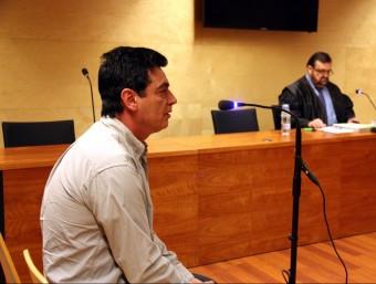 Alfonso Fernández i el seu advocat Josep Maria Pino durant el judici. ACN
