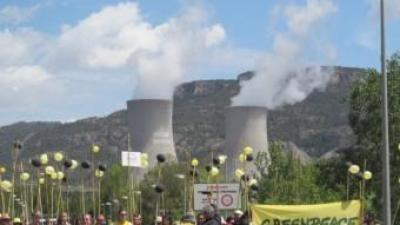 Acte reivindicatiu de l'edició anterior davant la central nuclear de Cofrents. EL PUNT AVUI