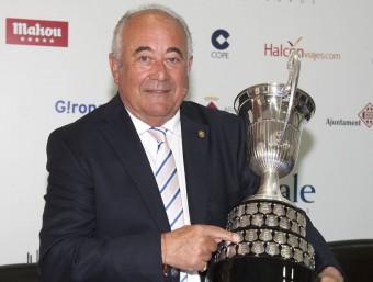 Gallardo, amb el trofeu que s'endurà el vencedor JORGE ANDREU