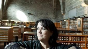 Eugènia Serra, en una de les sales de consulta de la Biblioteca de Catalunya JOSEP LOSADA