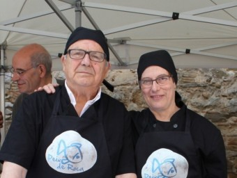 Els guanyadors del concurs, Ricard Soler i Carme Gratacós, amb els dos plats que van cuinar A. CASTELLVÍ