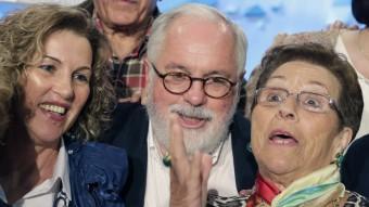 Arias Cañete, amb diverses dones, a Galícia EFE