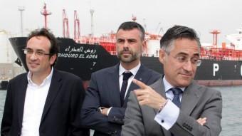 Ramon Tremosa ha visitat en vaixell el Port de Tarragona acompanyat per Josep Rull i el conseller de Territori, Santi Vila ACN