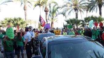 Diferents moviments socials protestant contra el ministre Montoro. ACN