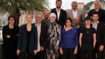Marc Recha, a dalt a la dreta, amb la resta de cineastes del film col·lectiu 'Els ponts de Sarajevo' LOIC VENANCE / AFP