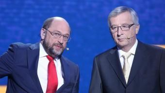 El candidat socialista, Martin Schulz (esquerra), i el popular, Jean-Claude Juncker, en l'eurodebat EFE