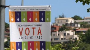 Una de les banderoles que promouen el procés de participació ciutadana. LLUÍS SERRAT