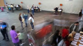 Ambient de votació a un col·legi electoral de Girona LLUÍS SERRAT