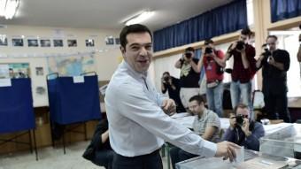 El líder de Syriza ahir votant