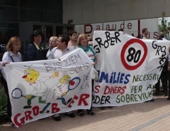 Els treballadors protestant abans del judici, el passat mes de maig. JOAN SABATER