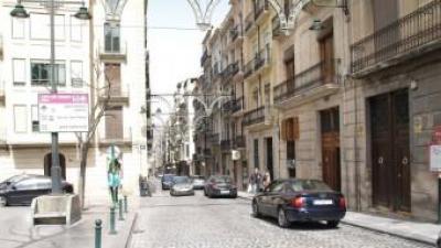 Un dels carrers principals d'Alcoi a la zona alta. ESCORCOLL
