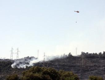 La Serra del Castellar, durant l'incendi, amb alguns mitjans aeris ACN