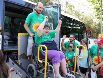 Un grup de trenta adults de l'Hospitalet de Llobregat van marxar dissabte de colònies a Vilanova de Sau JUANMA RAMOS
