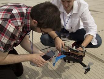 Un instant del concurs de quadcòpters, giny bessó del dron però deslligat de tot ús militar.  UPC