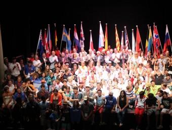 Participants, organitzadors i representants institucionals, ahir al Teatre de Salt JOFRE FERRER