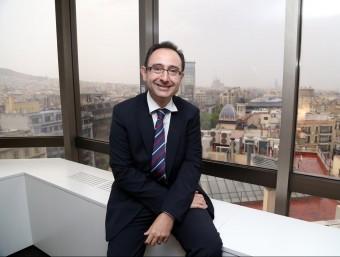 Carles Dalmau, a la seu central de Banc Sabadell a Barcelona.  ANDREU PUIG