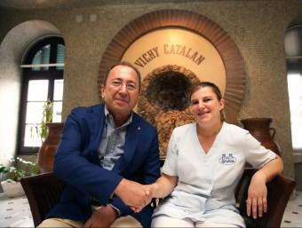 Diego Piedra i Iolanda Garcia en una de les sales de l'hotel balneari Vichy Catalan JOAN CASTRO / ICONNA