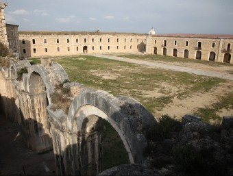 The castle covers an area of 550,000 square metres.  Arxiva