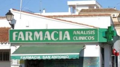 Façana de la Farmàcia de Sant Antoni de Benaixeve. EL PUNT AVUI