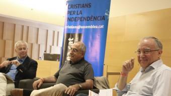 Xavier Serra, Joaquim Nadal i Salvador Cardús, abans de començar el debat ahir a la tarda sobre religió i política a l'Auditori de Girona. LLUÍS SERRAT