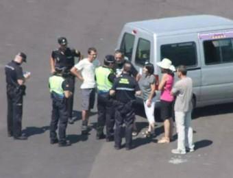 La policia espanyola retenint i multant els castellers nord-catalans a Mallorca AIRE NOU