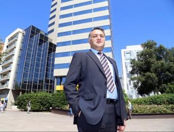 Lluís Àlvarez, director d'Emte Service, davant l'edifici corporatiu del grup.  ANDREU PUIG