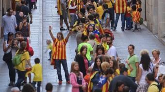 La via catalana, al seu pas pel Barri Vell de Girona. MANEL LLADÓ