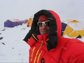 Ferran Latorre, en un dels camps del K-2, amb mal temps ARXIU FERRAN LATORRE