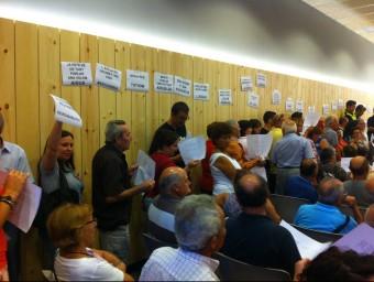 Els veïns de Vidreres van protestar pels talls d'aigua en l'últim ple, el dimarts 29 de juliol GLÒRIA SÁNCHEZ / ICONNA