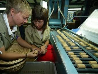 Una imatge d'arxiu del procés de producció de l'empresa Rich Xiberta de Caldes de Malavella. LLUÍS SERRAT