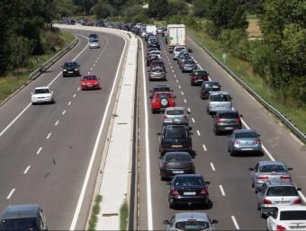 El col·lapse a la carretera de Roses per entrar a Figueres i accedir a l'N-II a l'altura de Vila-sacra. JOAN SABATER