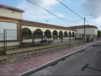 L'Escola Puig d'Arques, amb la vorera ampliada el passat mandat, al carrer Hospital JOAN TRILLAS