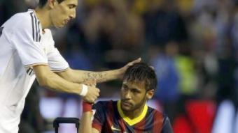 Di Maria consola Neymar després que el Barça perdés la final de la copa del rei A. ESTÉVEZ / EFE