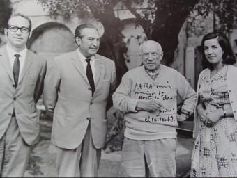 Picasso, amb alguns dels seus amics d'Horta de Sant Joan. EL PUNT AVUI