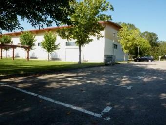 El lloc on es vol fer l'aparcament , al costat del pavelló, en una imatge d'arxiu. R. E