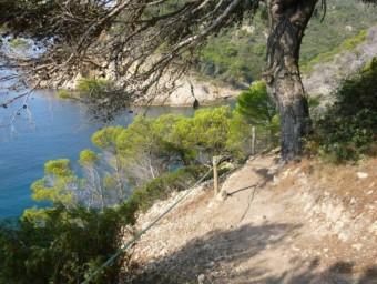 Una de les noves baranes, de corda, que ha col·locat l'Ajuntament de Tossa de Mar FOTO: AJUNTAMENT DE TOSSA