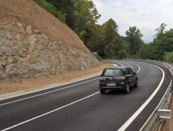 Un vehicle circulant divendres a la N-141-e, on es nota la millora de les obres LLUÍS SERRAT