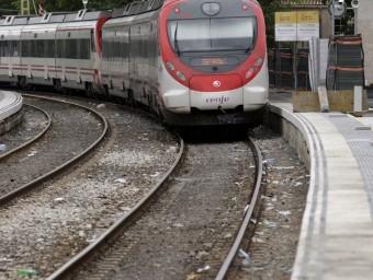 Un tren arribant a l'estació de Maçanet-Massanes en una imatge d'arxiu J. SOLER