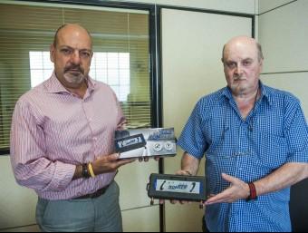 Xavier Reig, a l'esquerra, acompanyat de Lluís Satorra, a la seu de Ronser.  JOSEP LOSADA