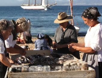 Una escena de la Festa de la Sal -en una imatge d'arxiu d'una edició anterior-, que se celebra cada any a la plage de l'Escala, al mes de setembre JOAN SABATER