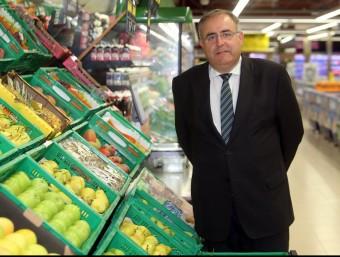 Bernat Morales en una nova botiga de Mercadona al mercat de Sants, recentment renovat.  JUANMA RAMOS