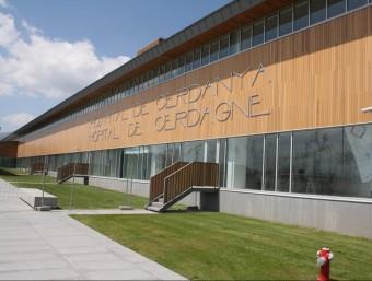 La façana principal del nou centre sanitari, que per l'àrea que cobreix no té precedents a Europa. EL PUNT AVUI