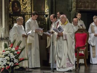 El bisbe Pardo durant l'ordenació del nou diaca Pere Narbón i el nou capellà Manel Masvidal EL PUNT AVUI