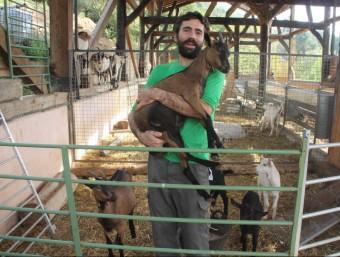 En Marc Muntanya és el pastor de Riudaura que ha fet la campanya. ACN