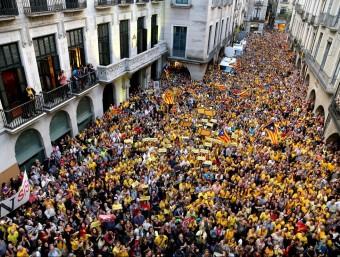 Una de les últimes marees grogues a la plaça del Vi de Girona MANEL LLADÓ