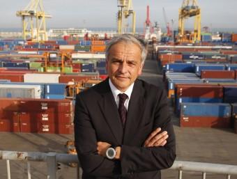 Xavier Soucheiron, el conseller delegat del Grup TCB, a la zona de contenidors de la terminal de Barcelona.  ORIOL DURAN