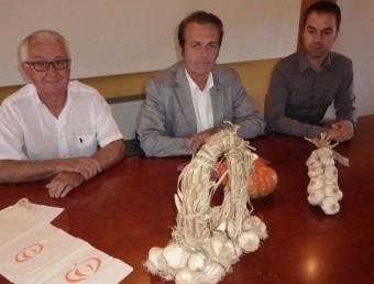 Els dos alcaldes i el president del Consell Comarcal, ahir en la presentació de les fires.  R. E