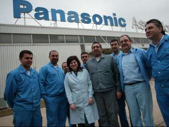 El comitè d'empresa de Panasonic de Celrà, dies abans del tancament.  LLUÍS SERRAT